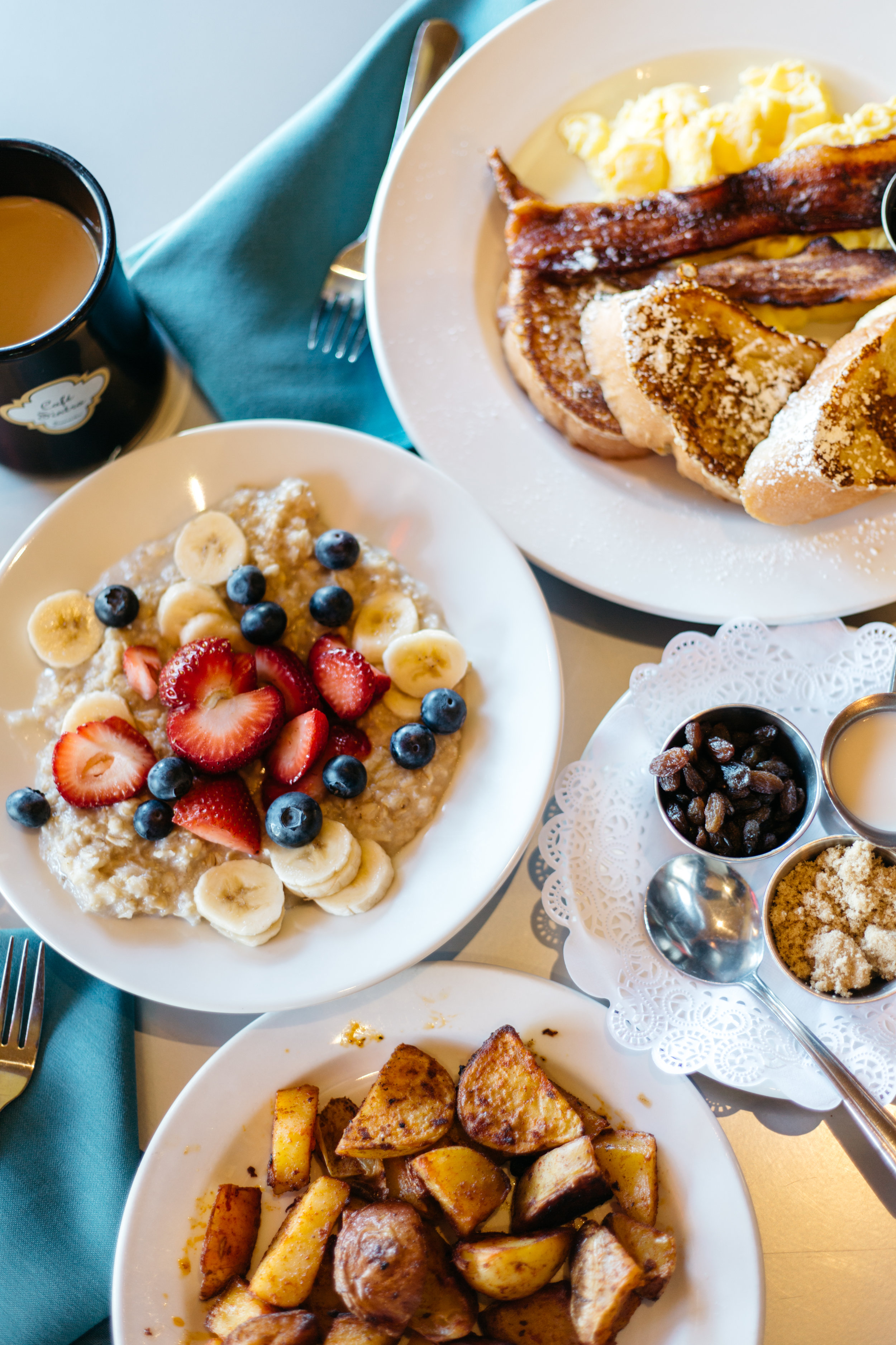 Breakfast is served! Café Sintra is a casual cafe and bistro in Sunriver, Oregon that serves a variety meals from Sintra Potatoes and Oatmeal for breakfast to a Fresh Spinach Salad for lunch.