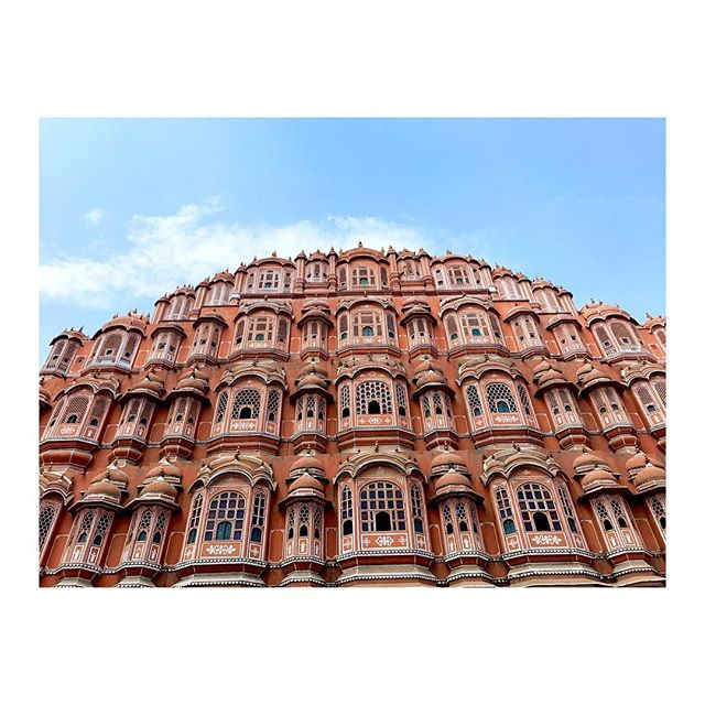 💘THE HAWA MAHAL💘Palace of winds 💨or bee hive🐝or ultimate lady hotel 👰🏻#pinkcity #jaipur #bucketlisttings #india #chaos #peace #countryofcontradictions #travel #bug