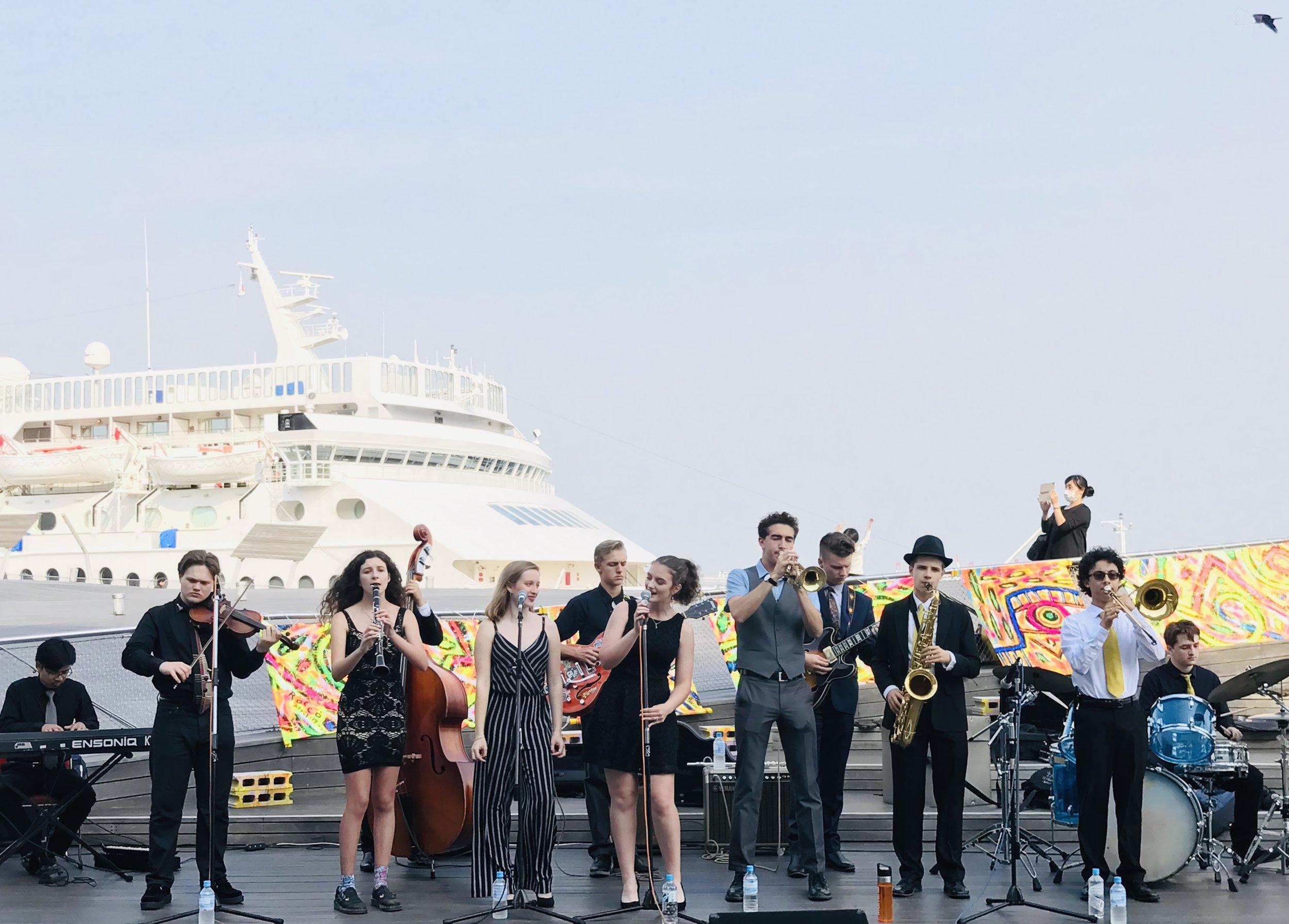 Performing at the harbor - Osambashi