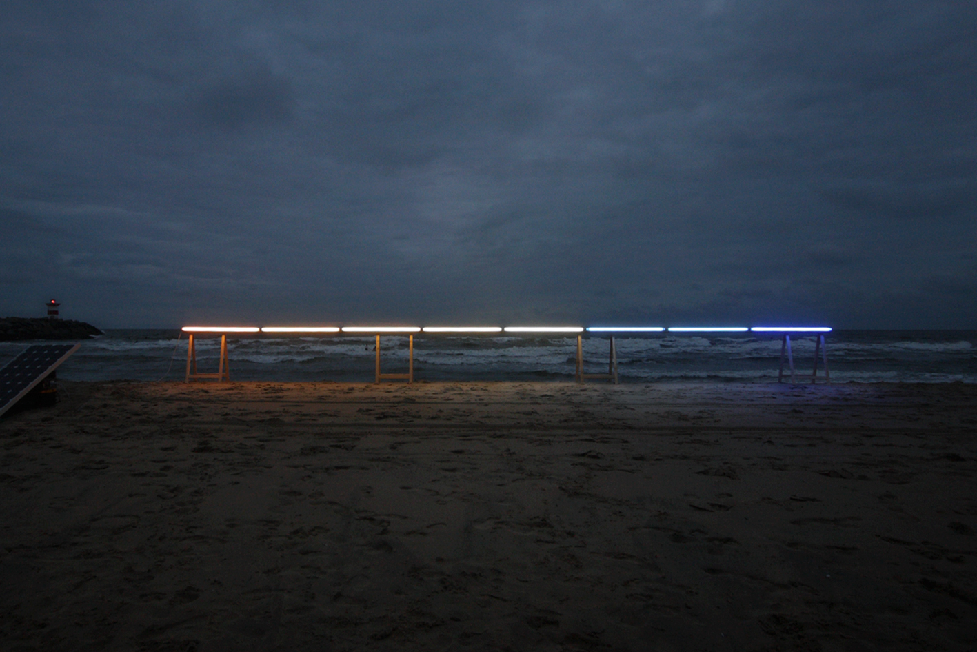 James Geurts,  Drawing Horizon , 2010, Site and time-specific solar light installation, Fluorescent tubes at various temperatures and pulses, Dusk event North Sea, Satellietgroep, Den Haag Netherlands