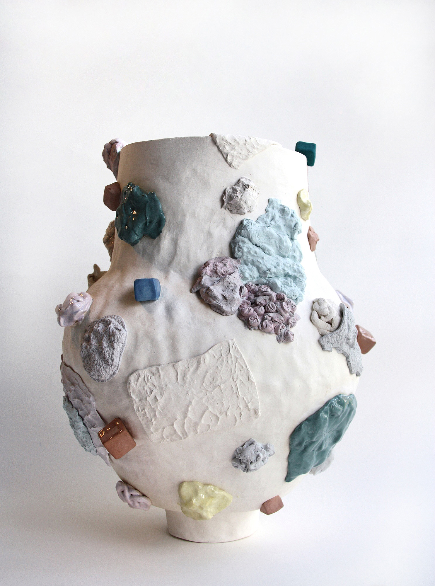 Madeleine Thornton-Smith,  Accumulation , 2018, earthenware, stain, glaze, 27 x 35 cm. Image courtesy the artist.