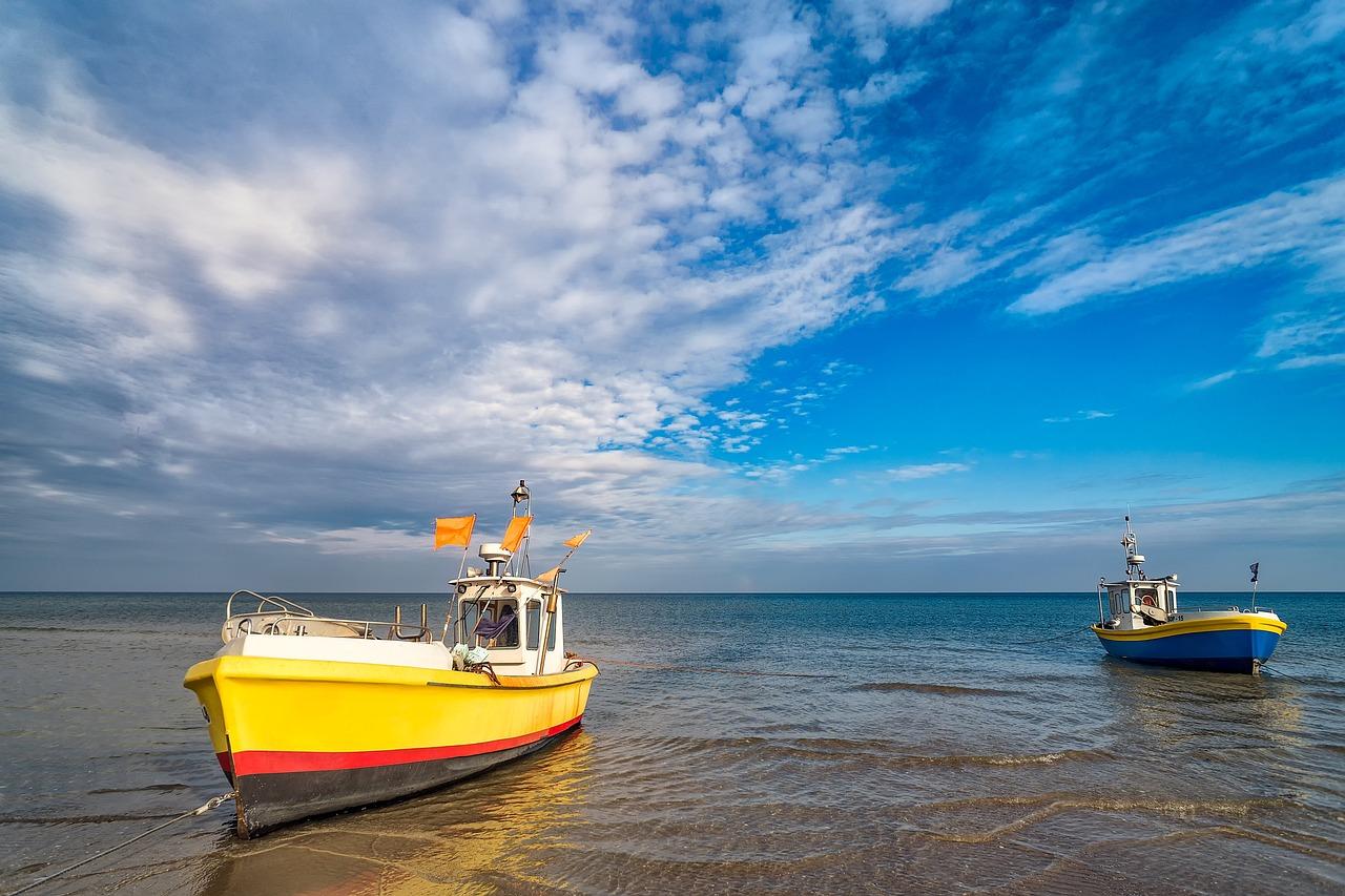 fishing-boats-1785400_1280.jpg