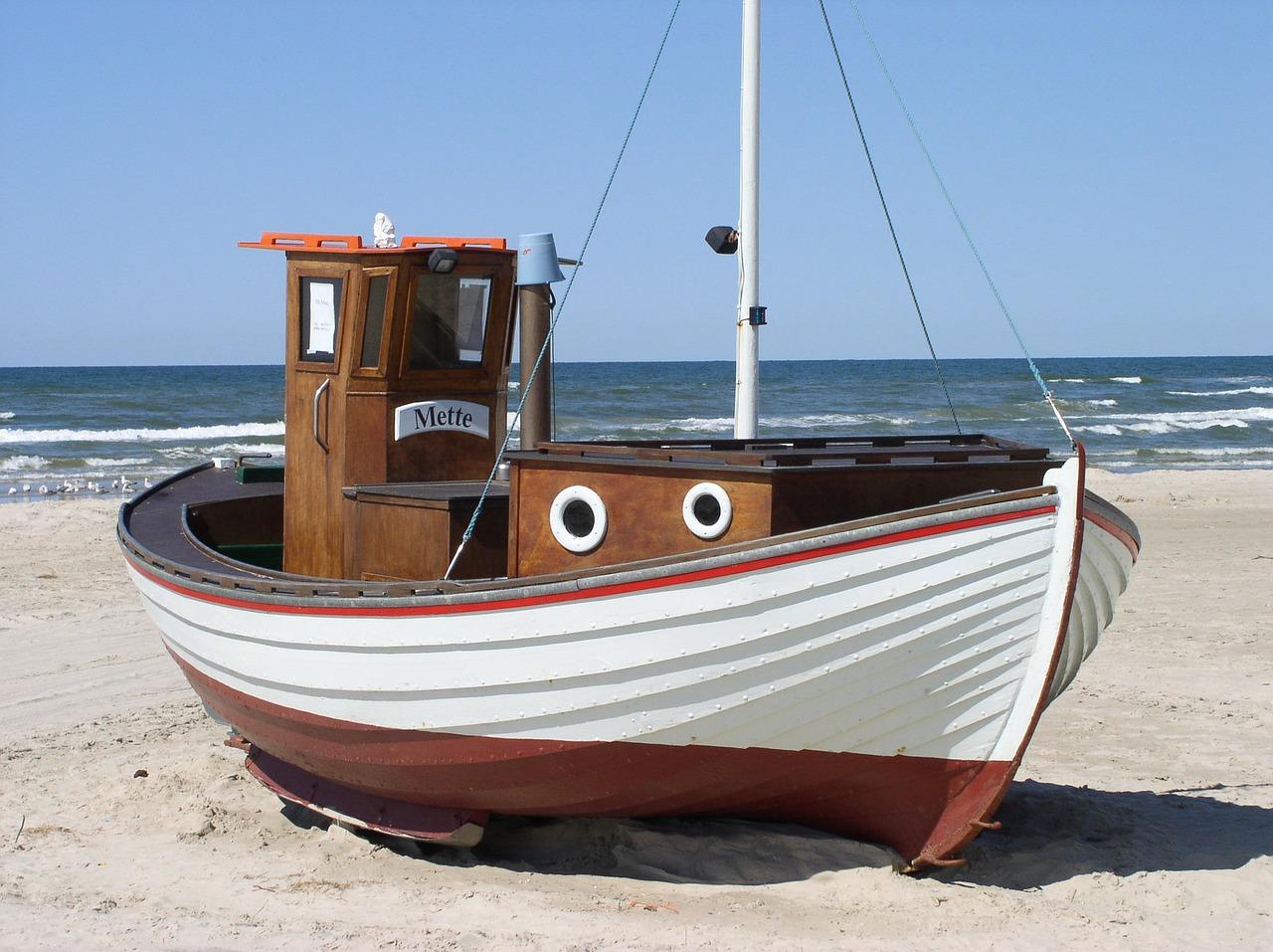 fishing-boat-49523_1280.jpg