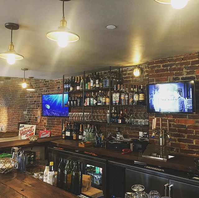 We have TVs!  Come pre game or stay for the whole Steelers game! Half off oysters, Narragansett and draft wine! Upstairs bar is open!  #crowsnest #steelers #herewego @steelers @gansettbeer #gansett #wine #football #sundayfunday #roseallday