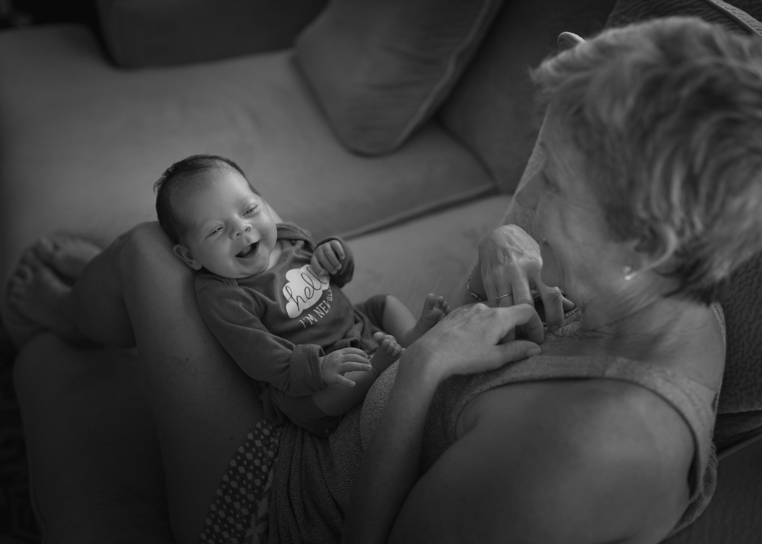 newborn-baby-meeting-grandma-guam-document-photography-roxanne-augusta