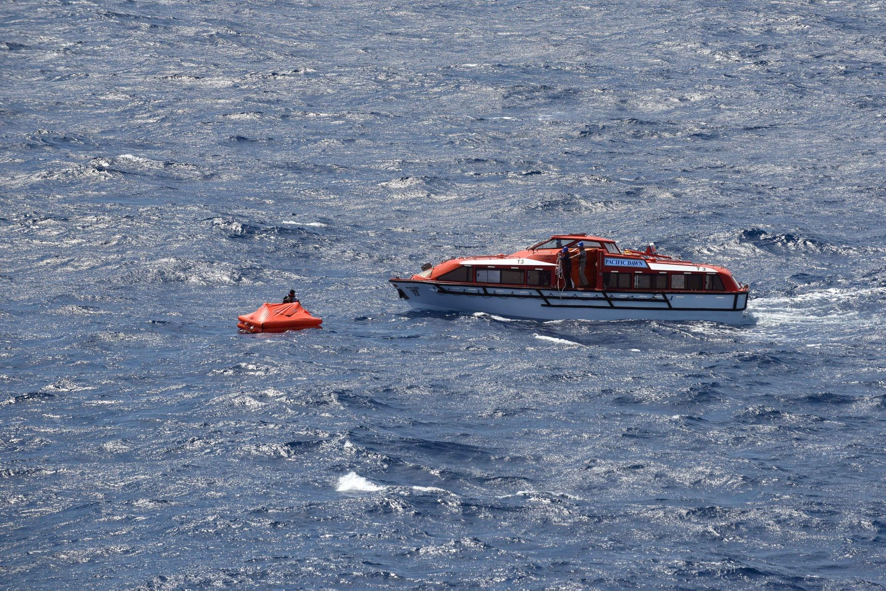 Pacific Dawn lifeboat coming to recover the crew