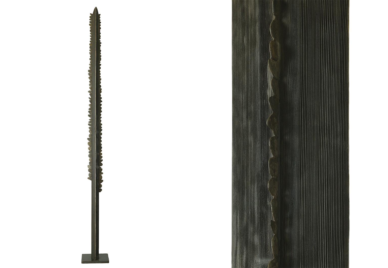 Dents de scie  — H 220 cm — Silex, bois.