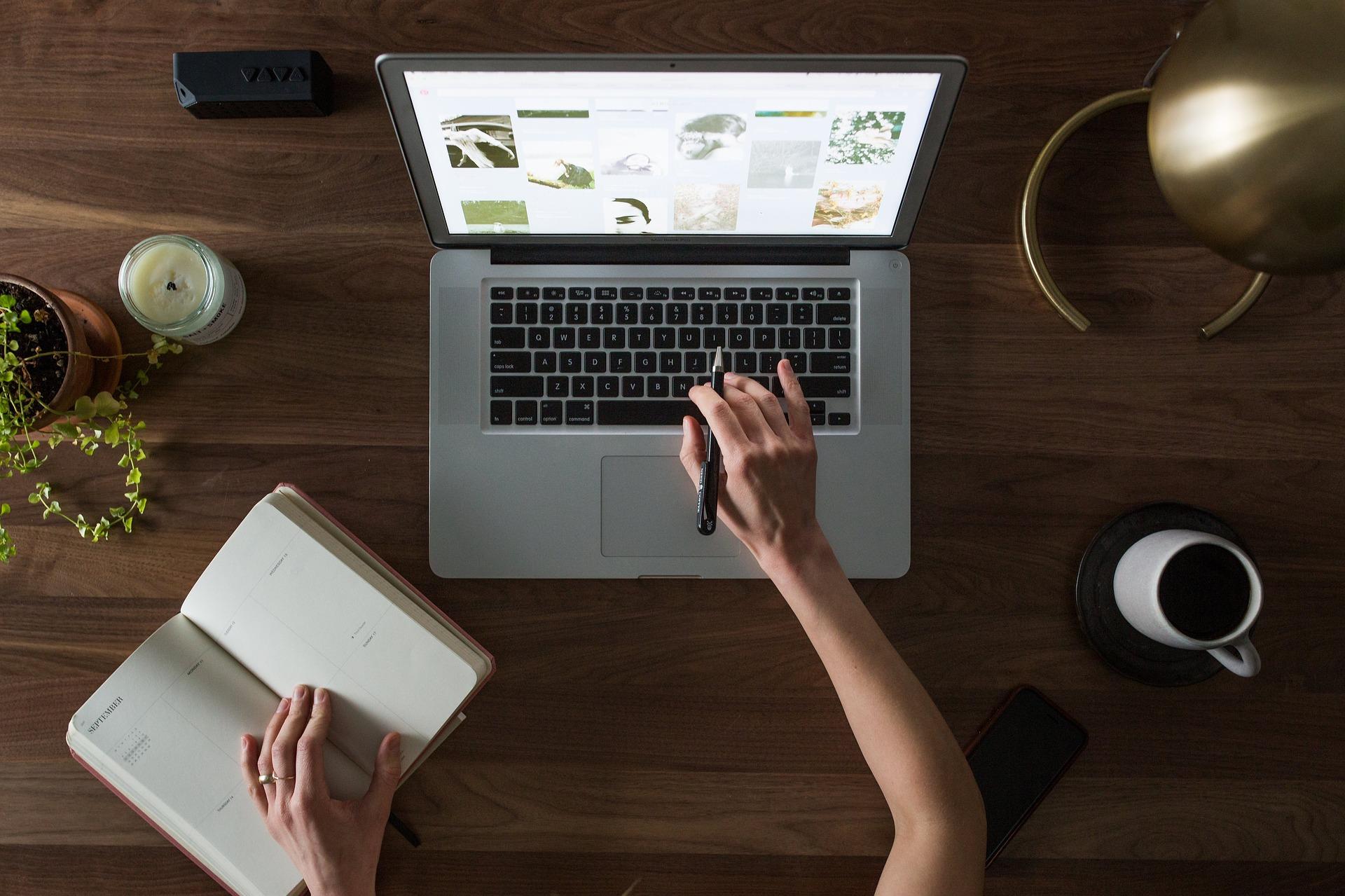 Vuoi un consiglio sulla tua strategia editoriale? - All'interno del progetto Be A Designeroffriamo un servizio di consulenza e di copywriting ECONOMICOe studiato in base alle tue esigenze