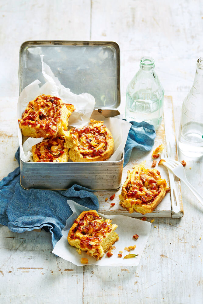 HL1000A08 LOADED PEPPERONI PIZZA SCROLLS 02_R1_preview.jpg