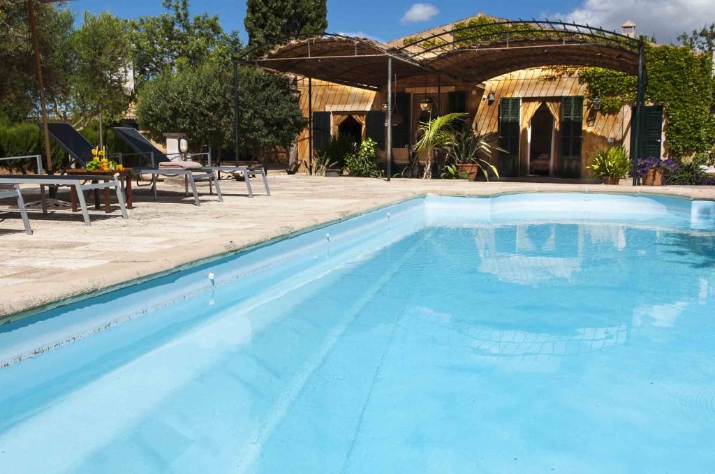 SwimmingPool-smallhouse_SonArtigues.jpg