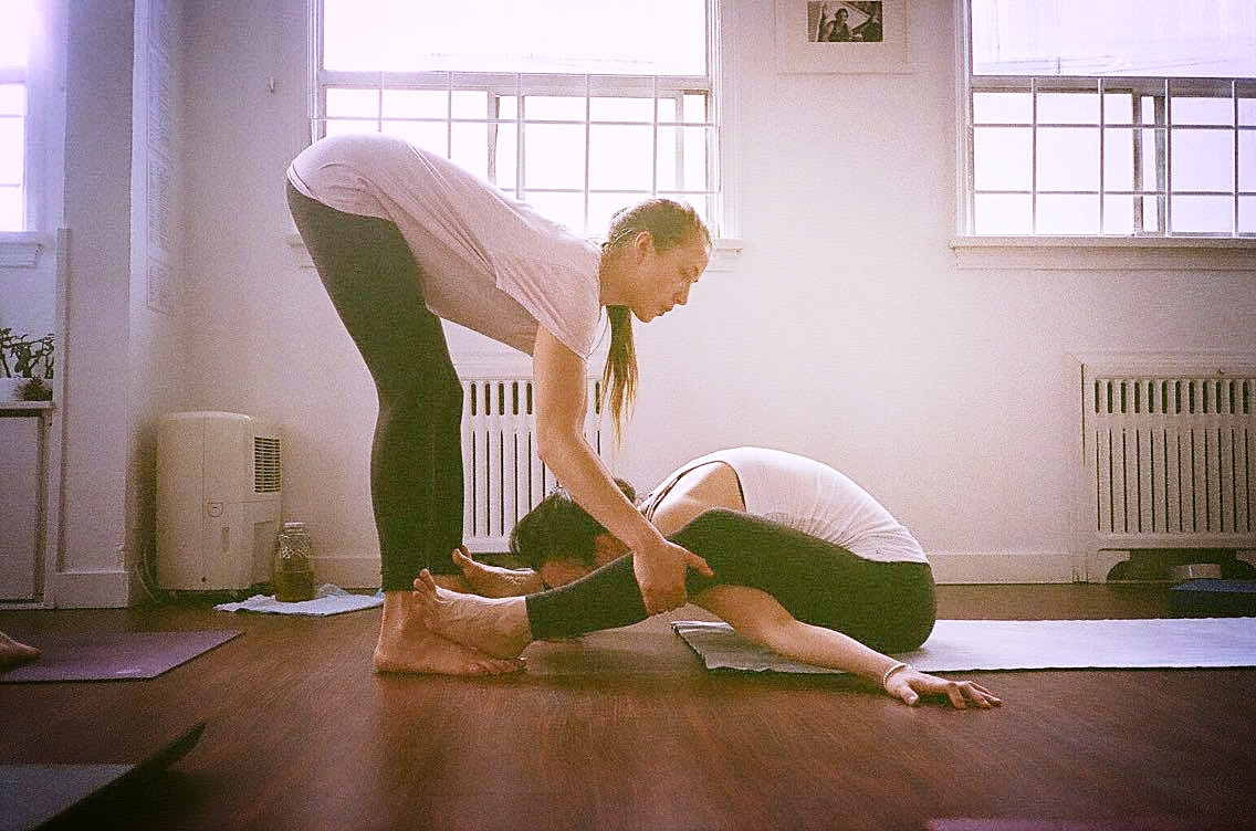 Teaching Mysore class at Ashtanga Yoga Vancouver. So grateful for this space and community. Learning everyday and getting inspired by each practitioner and specially by Fiona Stang. Photo by: Kris Yen
