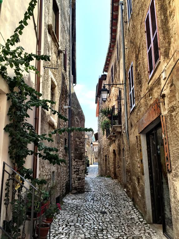 SERMONETA: WEEKEND GETAWAY FROM ROME  (PUBLISHED BY: ROMEING)