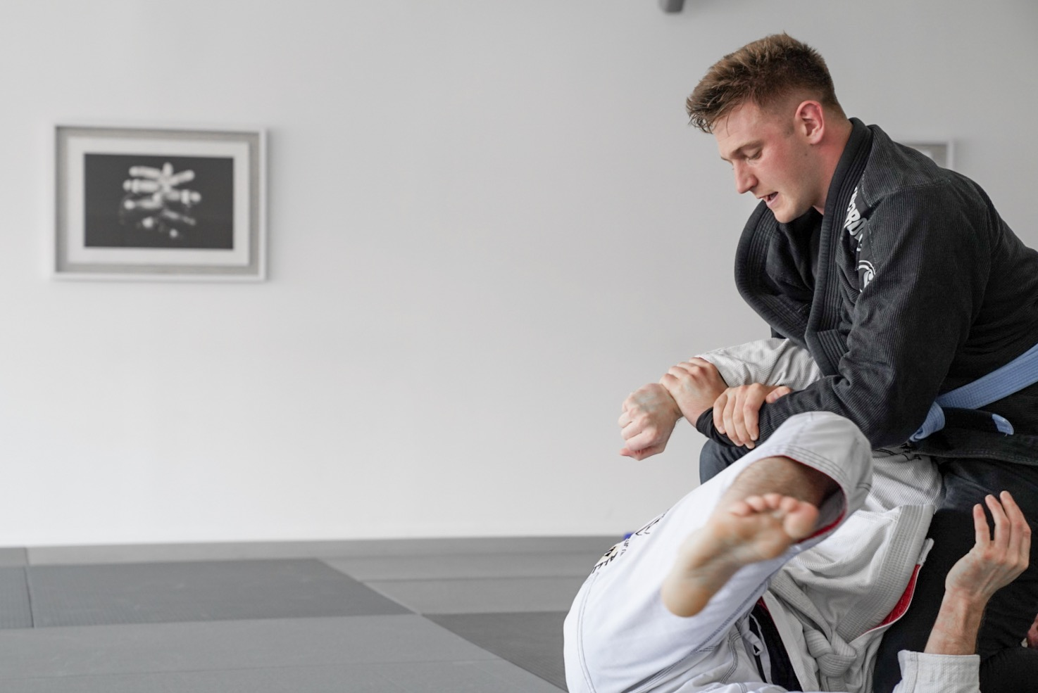 - ADVANCED - 3 STRIPES AND ABOVEOur Advanced program is designed for those with experience looking to expand their Jiu-Jitsu knowledge past the Fundamentals. In this class you will learn the more intricate techniques of Jiu-Jitsu along with competition style training.