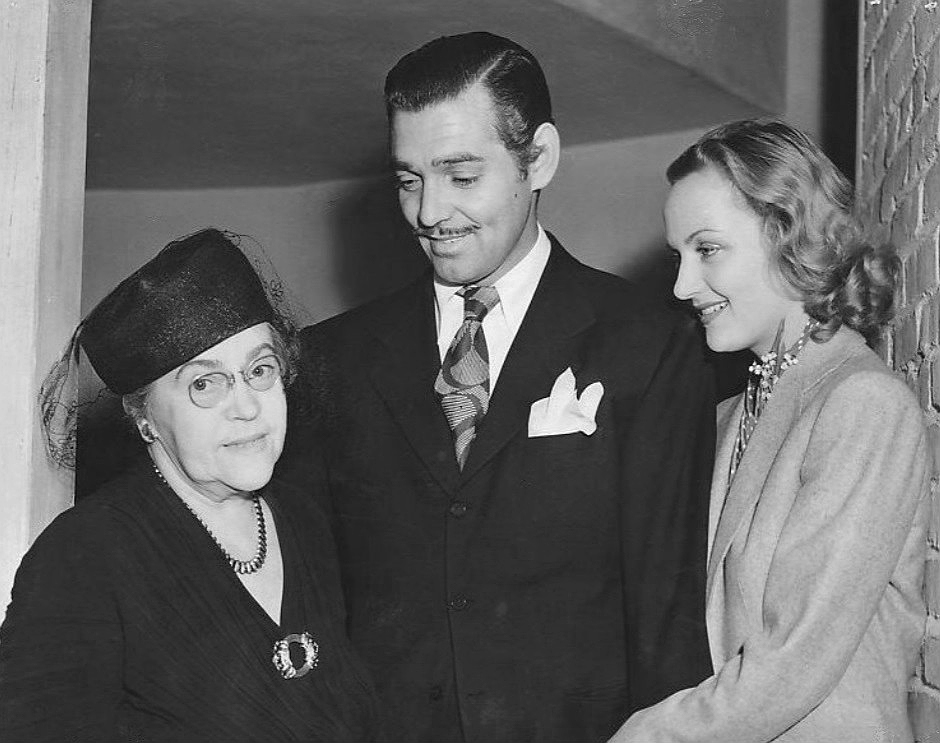 """Carole's mother """"Petey"""" stands alongside her famous son-in-law and daughter."""