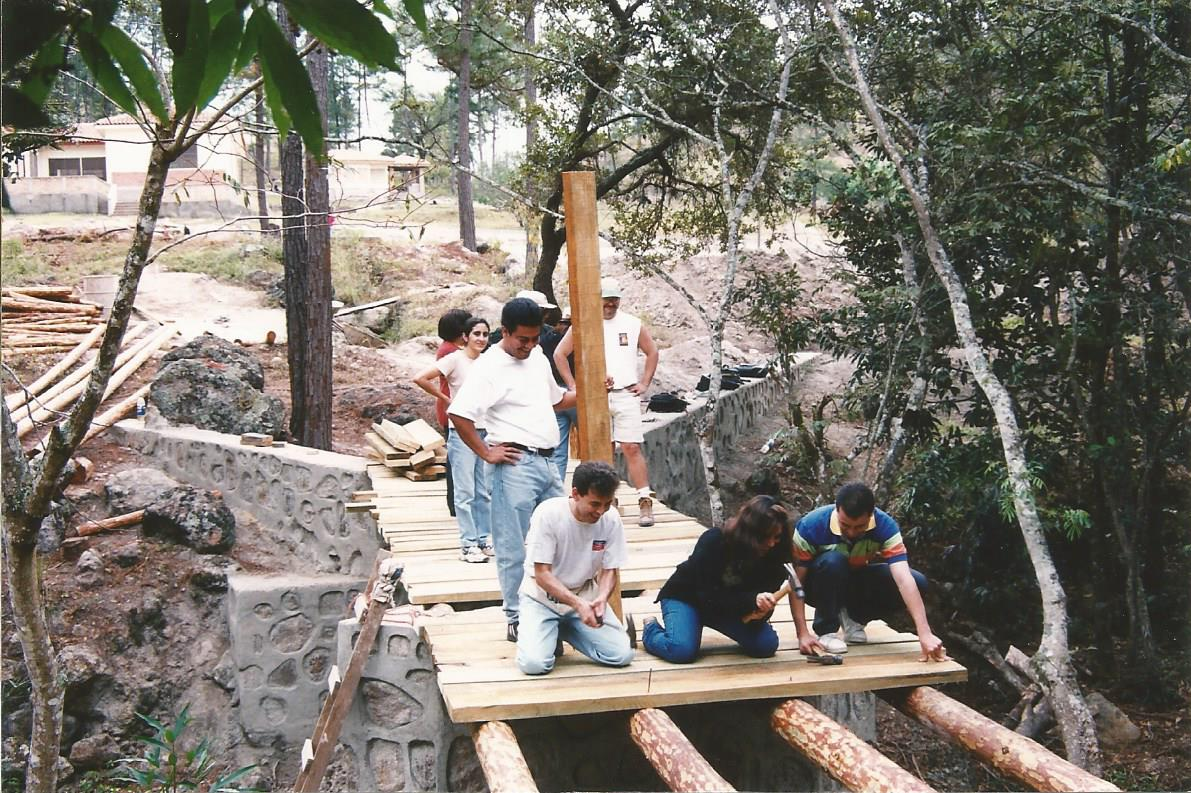 Construction of the bridge at Camp Monte De Santidad (2000)
