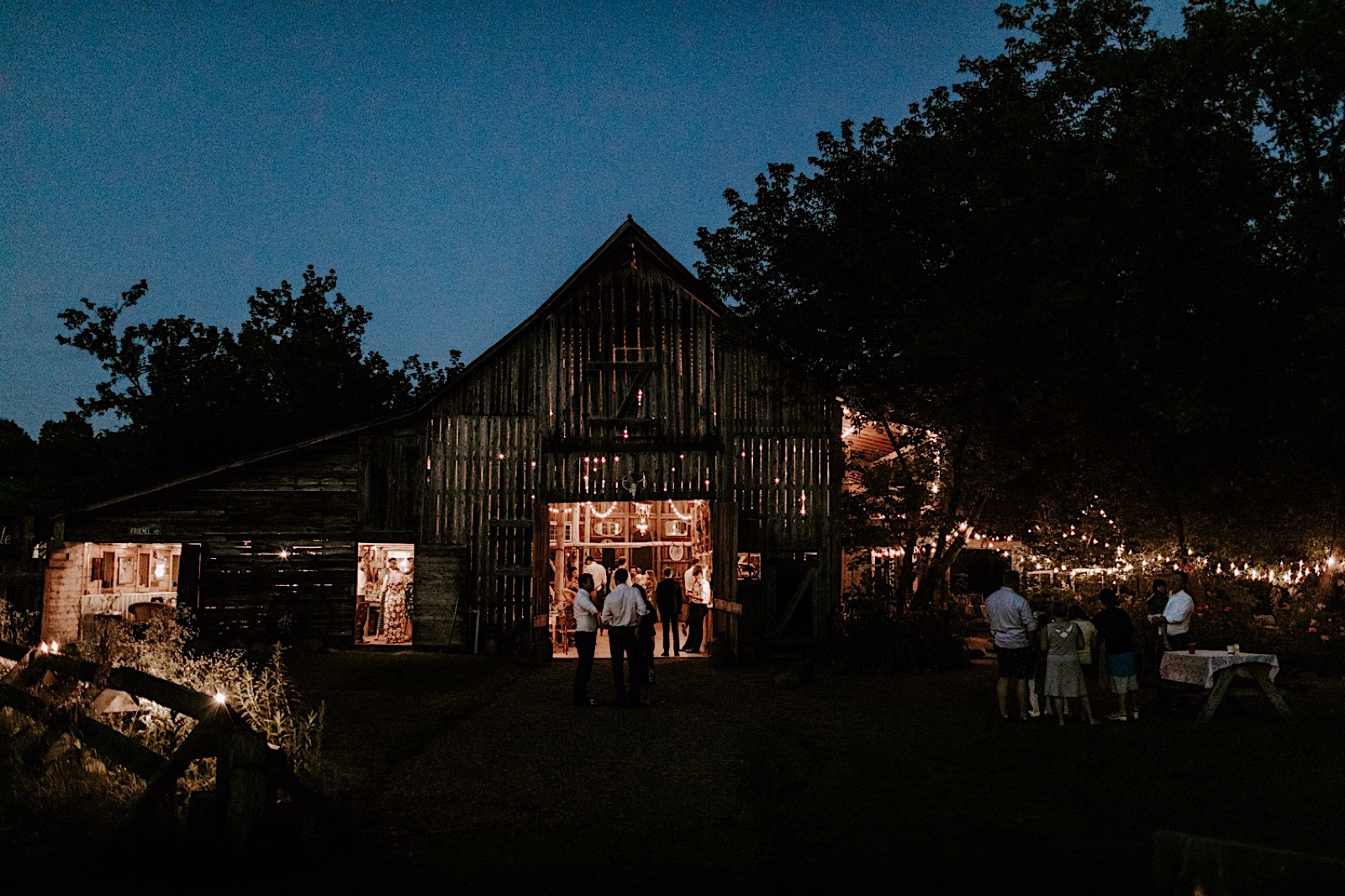 116_cmp-adam-addie-wedding-789_wisconsin_barn.jpg