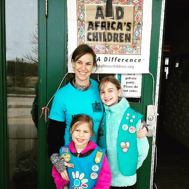 Meg Leverenze with her daughters at Aid Africa's Children's 9th Annual Walk/Run.  Meg is the Girl Scout Junior Troop #40138 and Daisy Troop #45263 Leader from BJ Hooper Elementary School in Lindenhurst, Illinois.  #walkrun #Water4Africa #charity #aidafricaschildren
