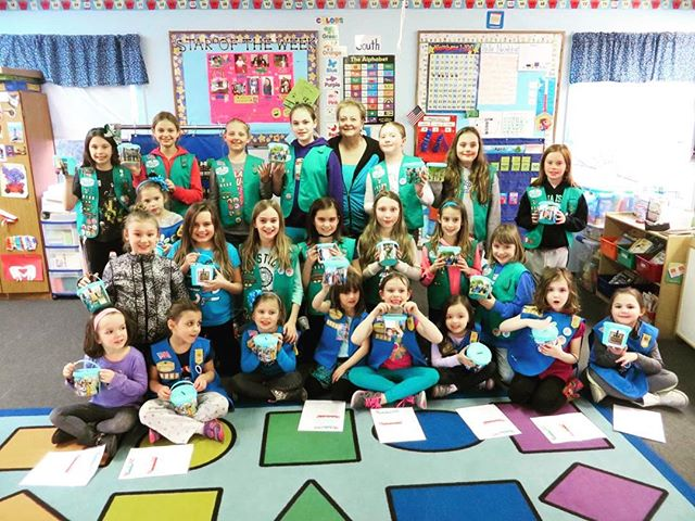 Debbie Gilliam and Girl Scouts Raise Funds for Water Project  #Water4Africa #girlscouts #aidafricaschildren #charity #groupphoto