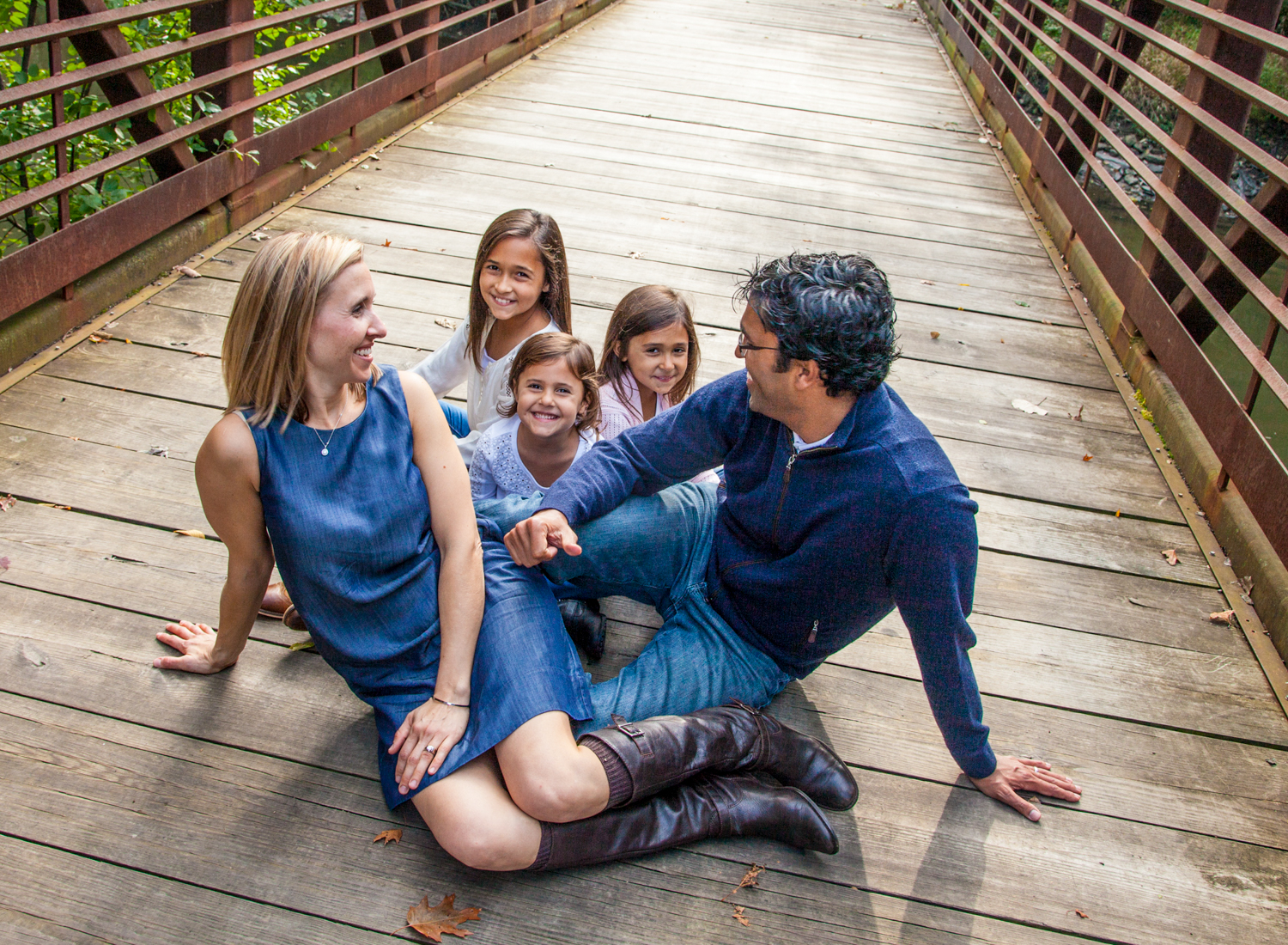 Portrait-Family-loving-family-of-five-on-bridge -093.jpg