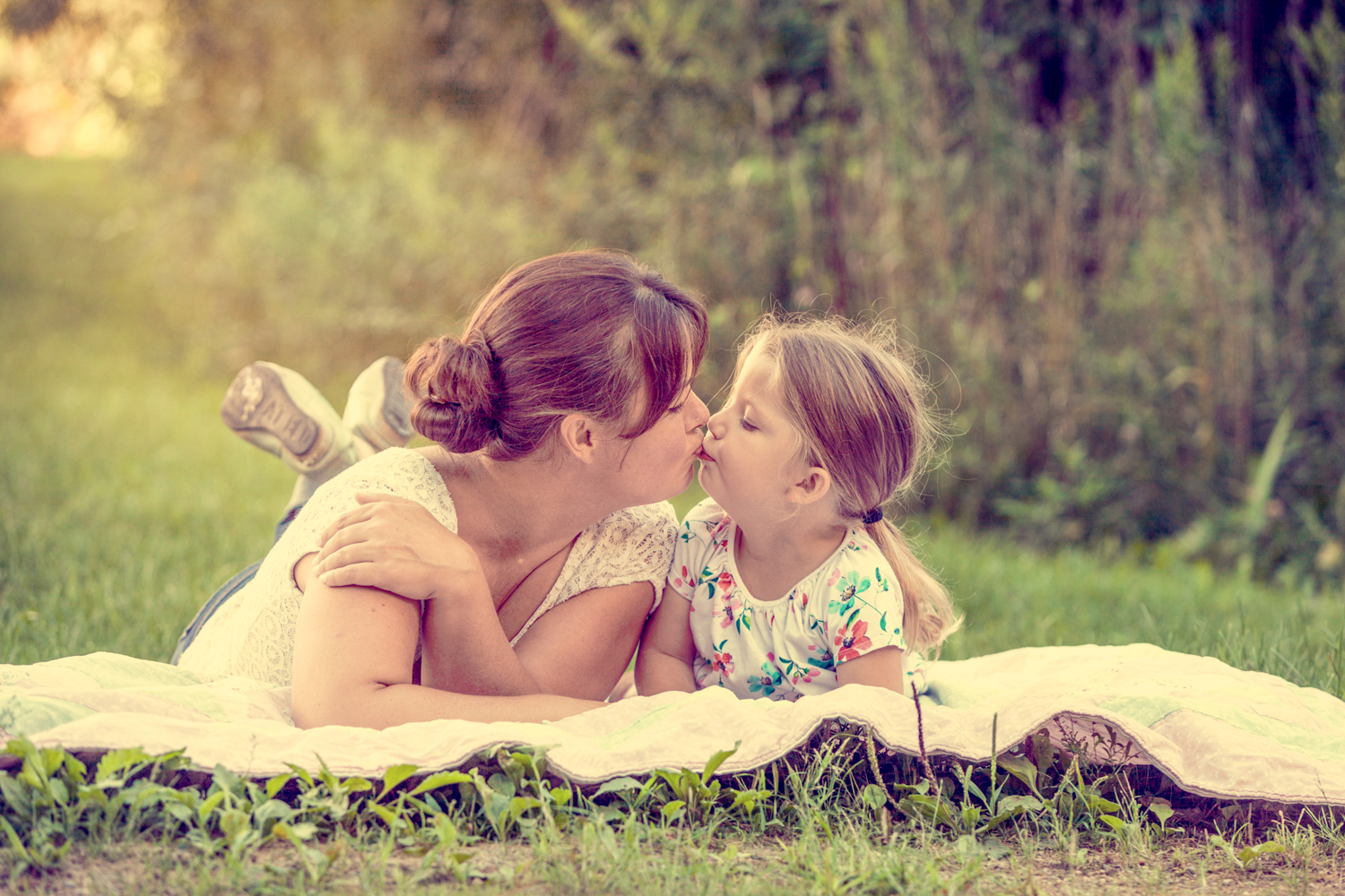 Portrait-Mothers-and-Daughters--mom-and-daughter-on-blanket-kissing-099.jpg