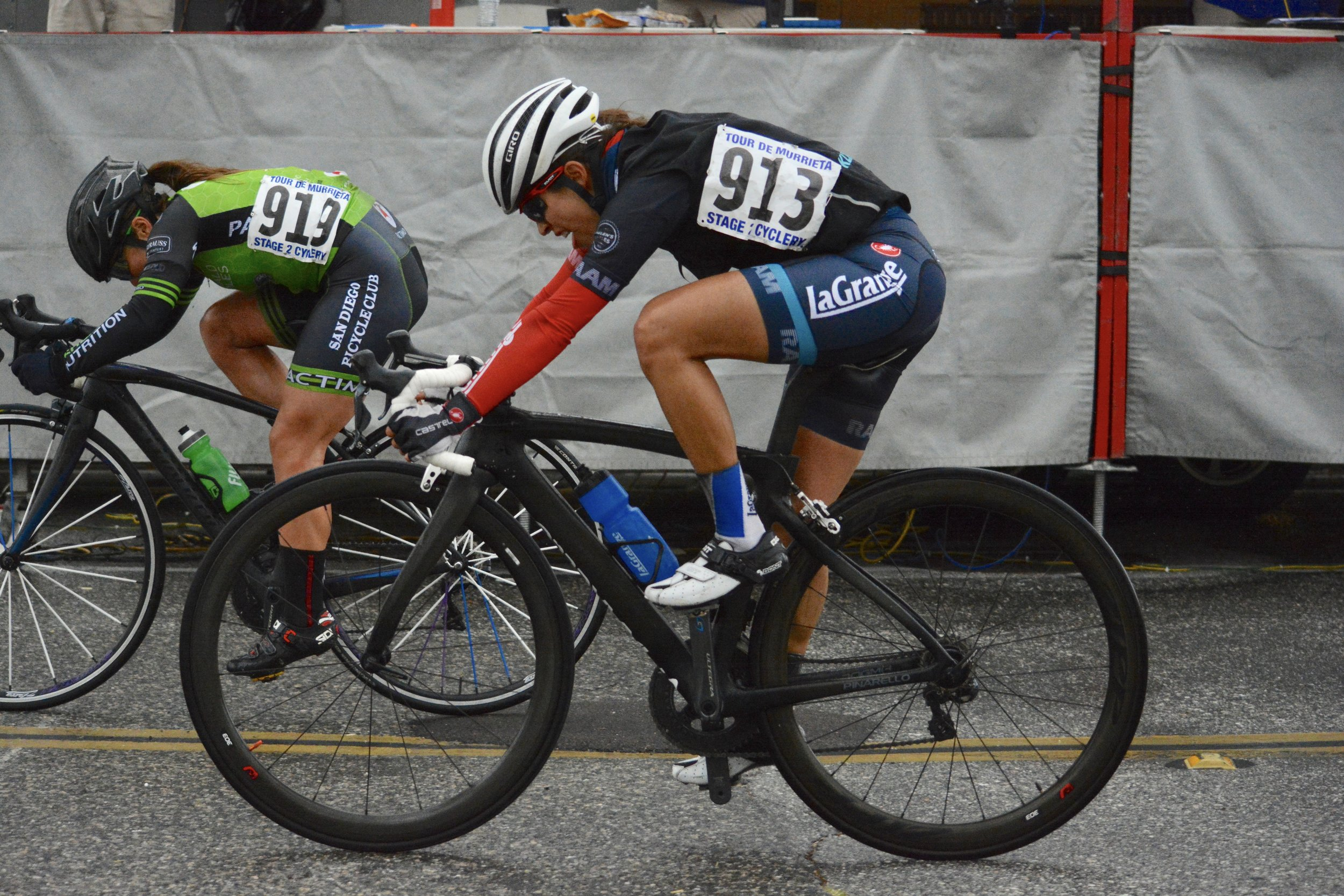 Lizbeth giving it everything in the final sprint of the crit at the Tour of Murrieta Omnium