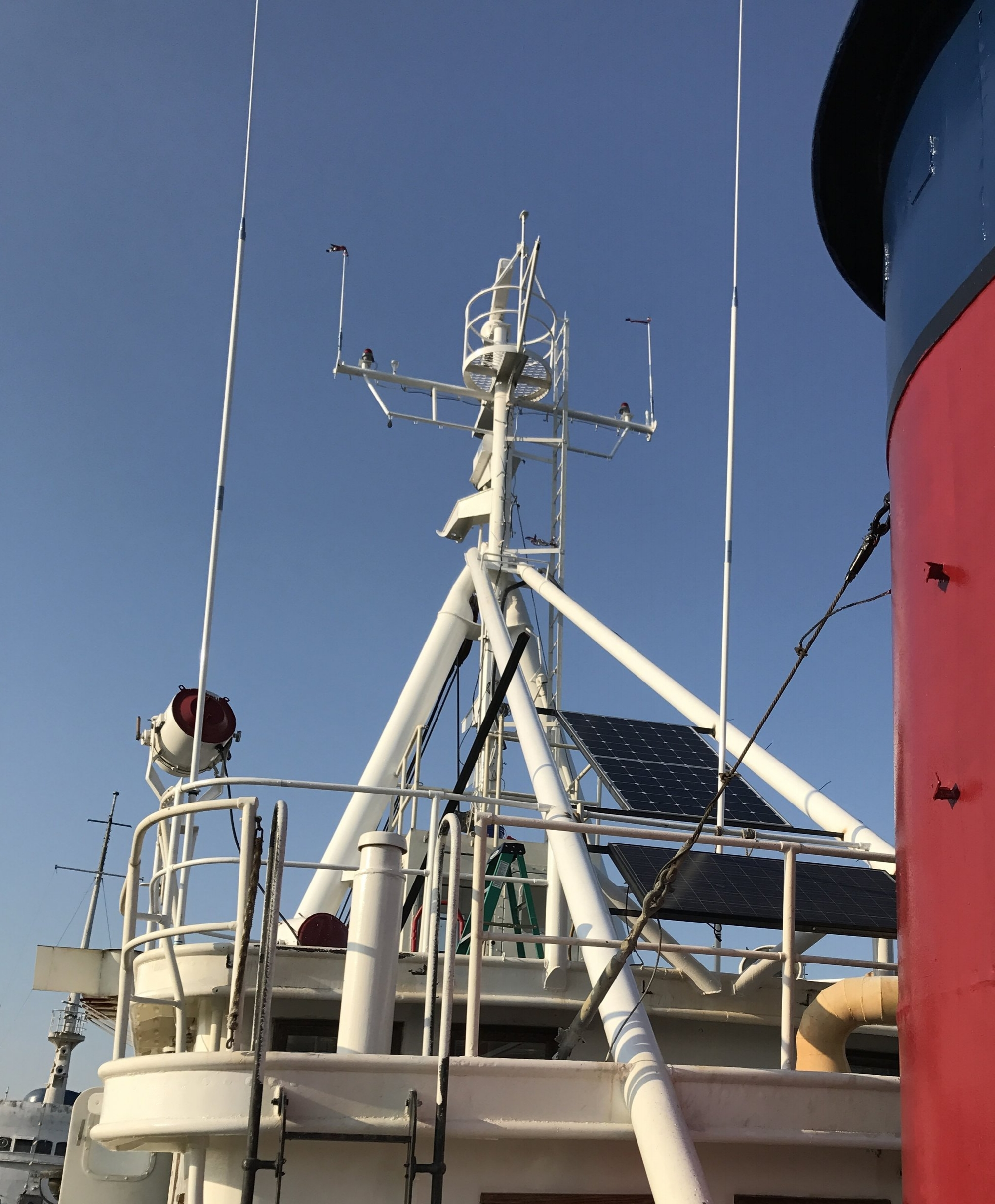 The 5309-R mounted to the top of the wheelhouse. Left in the photo. A matching 5310-R SSB antenna is in the center.