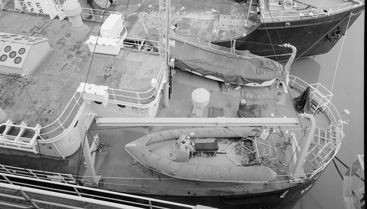Stern with auxiliary boats and davits.