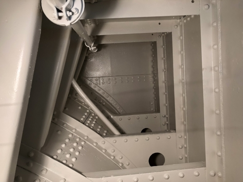 The last coat of Amerlock 2/400 goes into the aft tanks. Ready to close.