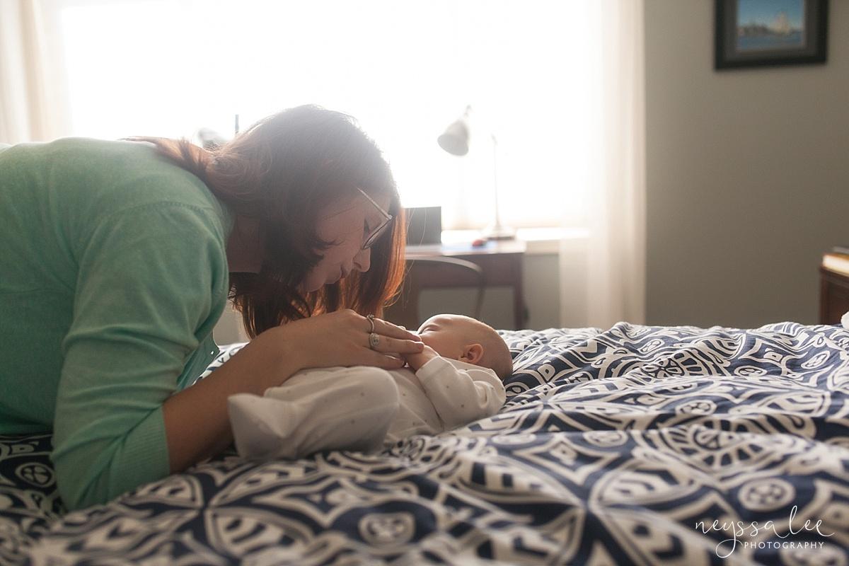 Neyssa Lee Photography, Snoqualmie Newborn Photographer, Seattle newborn photography, mom lays baby down