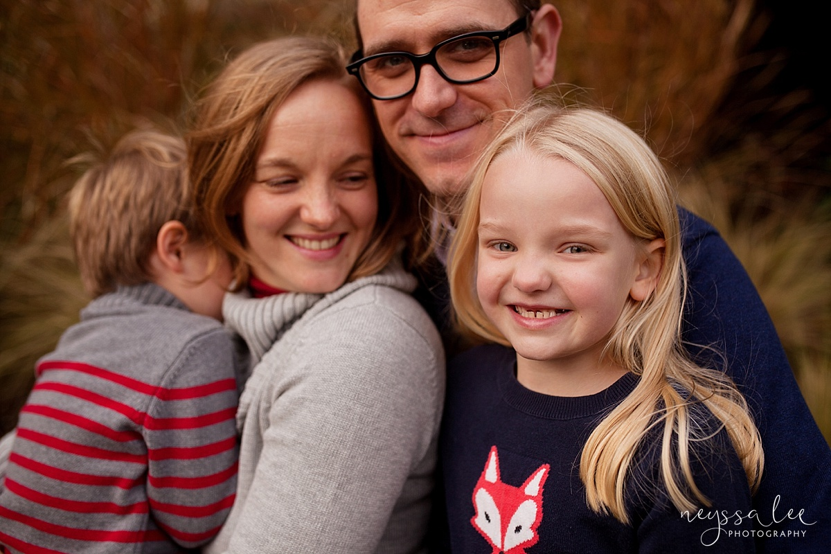 Neyssa Lee Photography Snoqualmie Family Photographer Mini Session Mother watching daughter