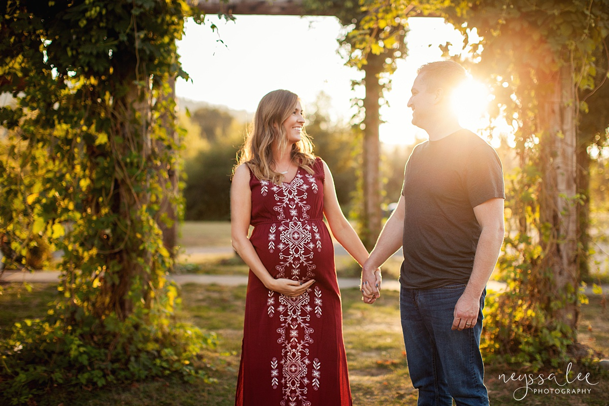 Neyssa Lee Photography Snoqualmie maternity photographer expecting couple with gorgeous light