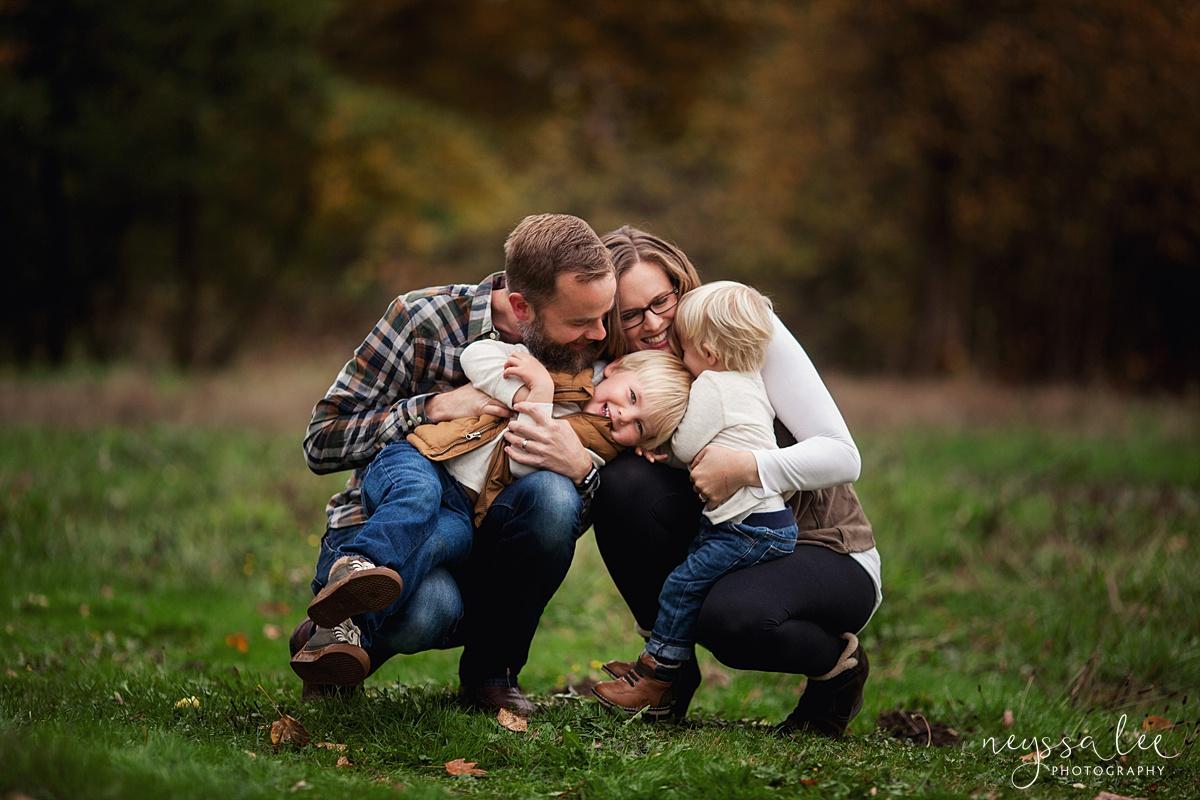 Neyssa Lee Photography, Snoqualmie Family Photographer, Fall Family Photos, Parents kiss on kids
