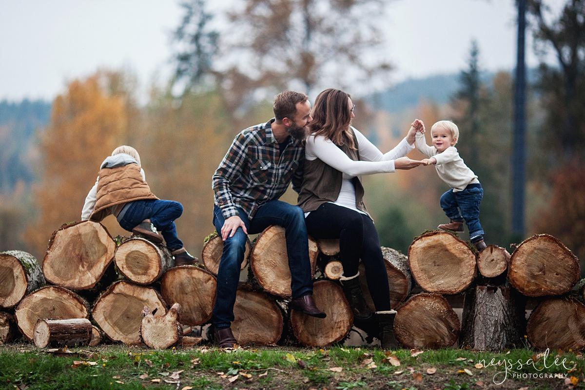 Neyssa Lee Photography, Snoqualmie Family Photographer, Fall Family Photos,