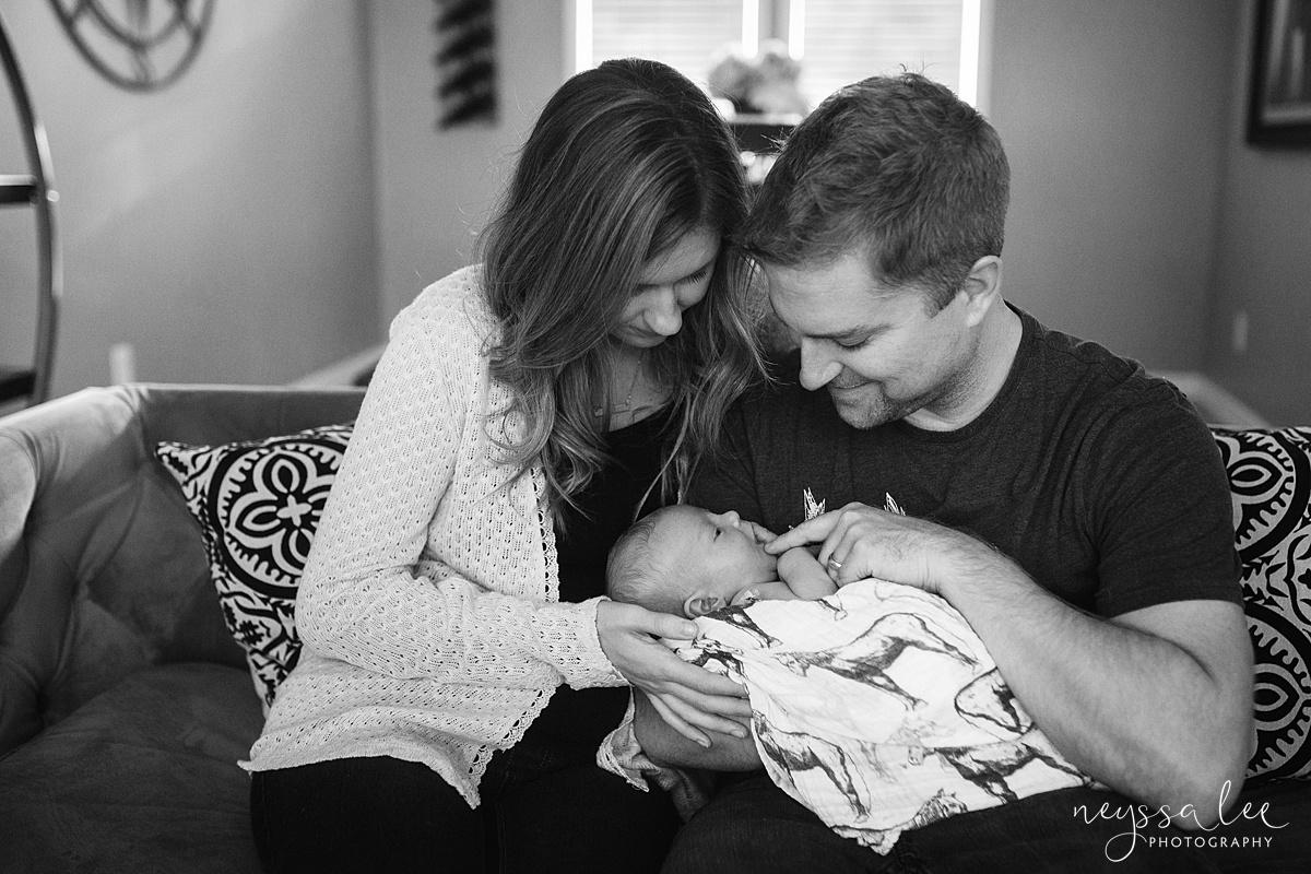 Snoqualmie Newborn Photographer, Neyssa Lee Photography, Lifestyle newborn photography, family in living room