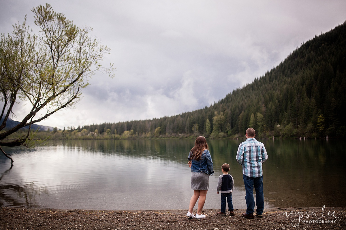 Maternity Session for each pregnancy, Snoqualmie Maternity Photographer, Neyssa Lee Photography, Family tossing rocks into Rattlesnake Lake