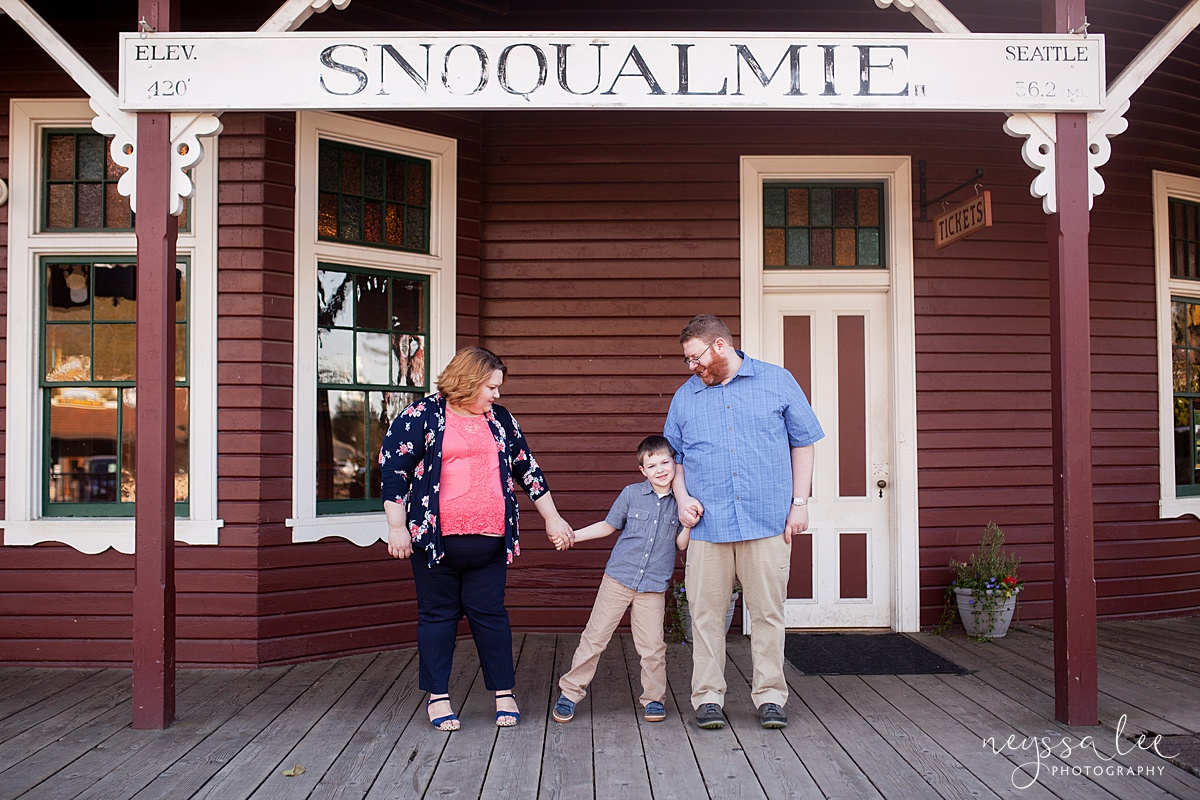 Photos for a 10 year anniversary, Snoqualmie Family Photography, Neyssa Lee Photography, Photos at Snoqualmie Train Station