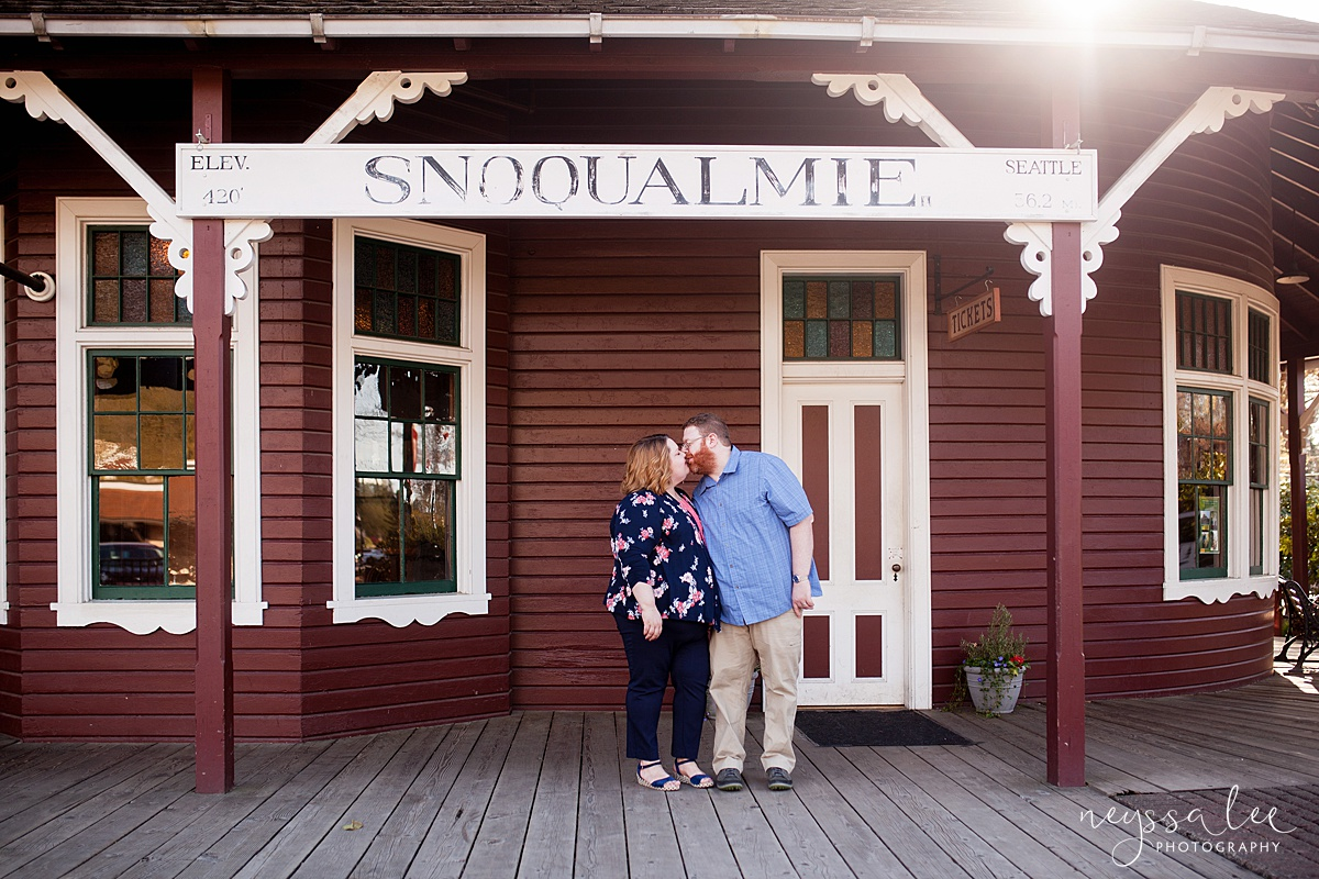Photos for a 10 year anniversary, Snoqualmie Family Photography, Neyssa Lee Photography, Snoqualmie Train Station