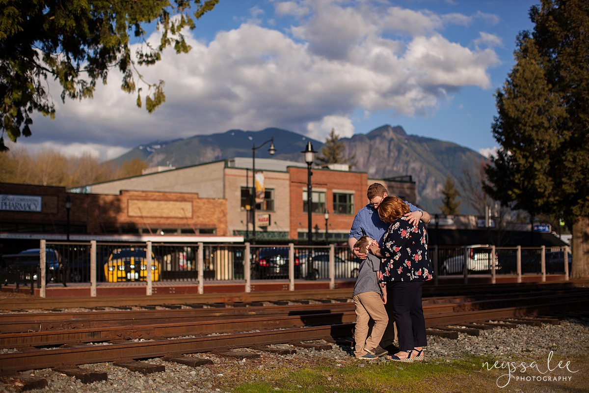 Photos for a 10 year anniversary, Snoqualmie Family Photography, Neyssa Lee Photography, Snoqualmie Train Station, Mount Si