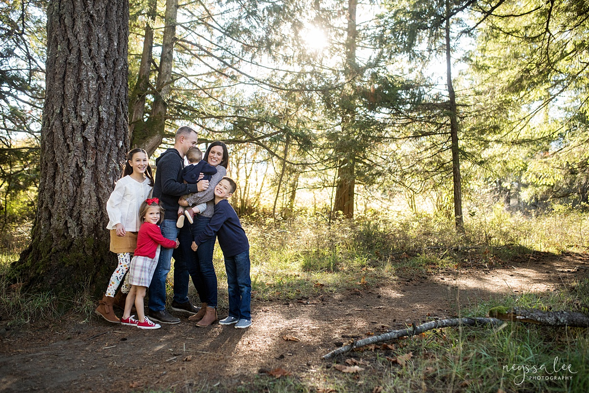 Seattle family photographer, Neyssa Lee Photography, How to dress your kids for family photos, photo tips, family of 6 standing together in a photo, Snoqualmie lifestyle family photographer