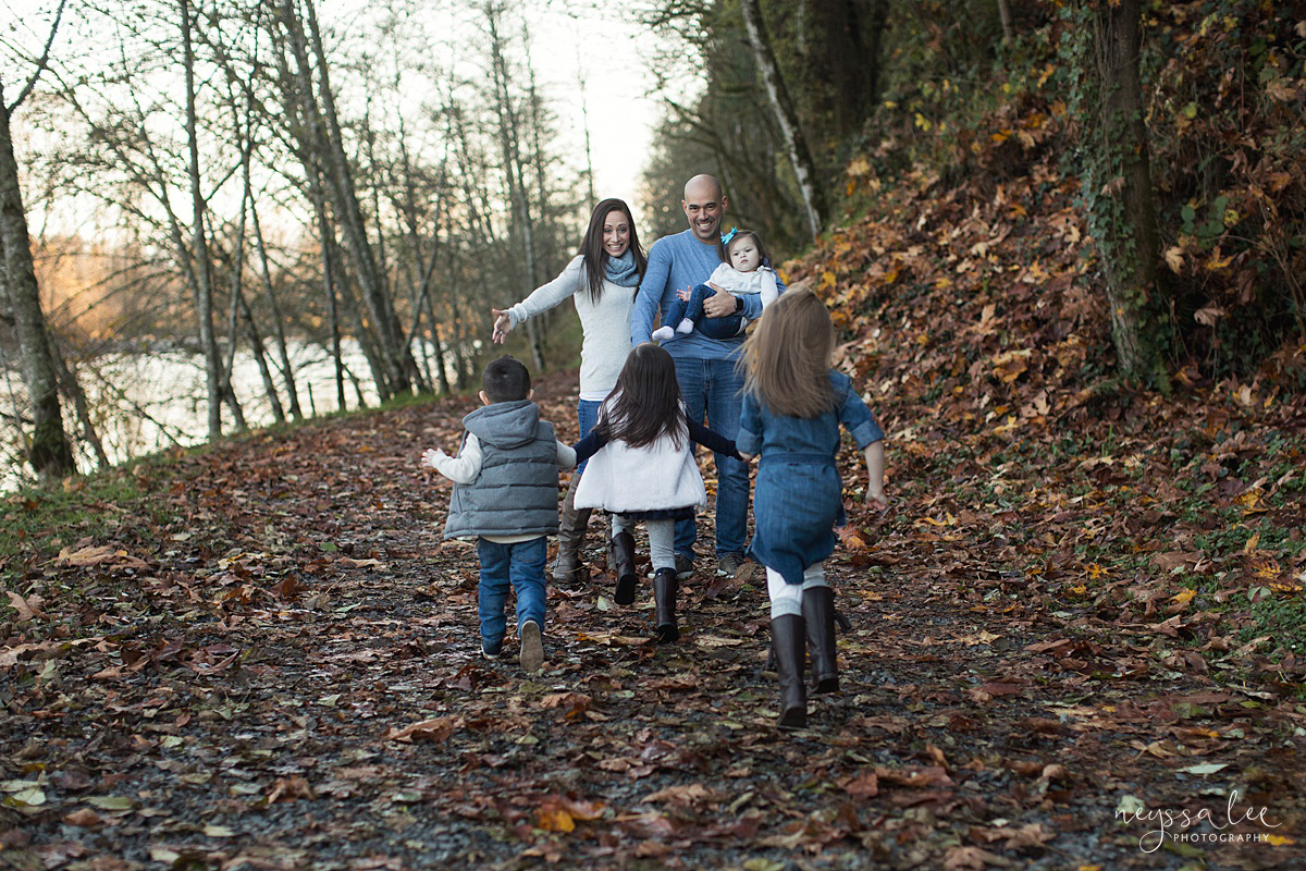 2019-01-12_0010.jpgNeyssa Lee Photography, Snoqualmie Family Photographer, Large family photo, Lifestyle photo of kids running towards mom and dad's open arms