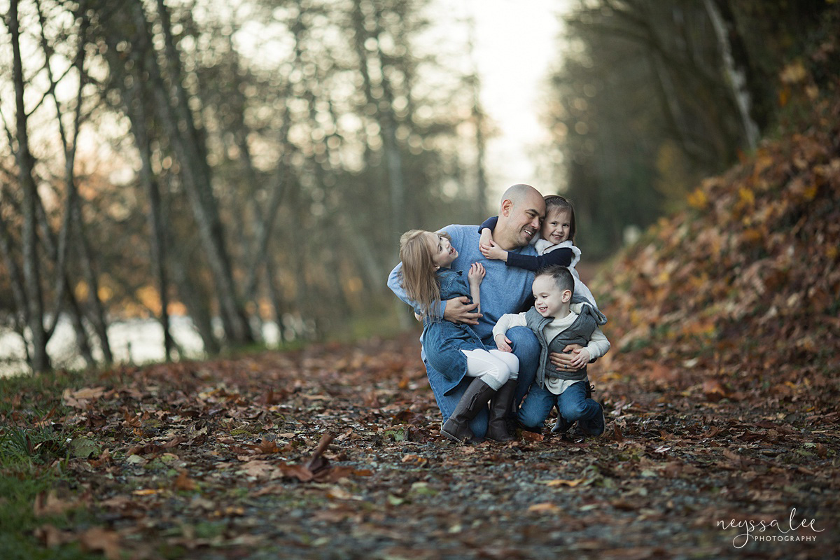 Neyssa Lee Photography, Snoqualmie Family Photographer, Large family photo, Lifestyle photo of dad with his kids