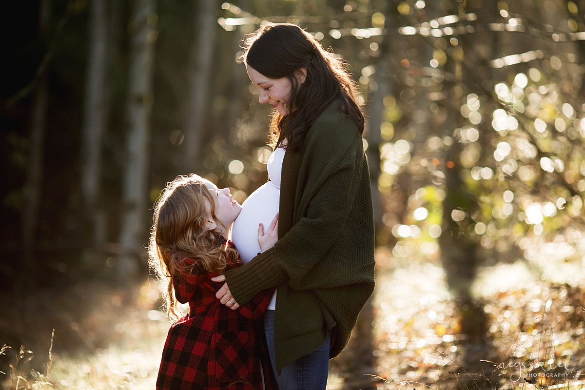 Tips to Rock Your Maternity Session, Neyssa Lee Photography, Seattle Maternity Photographer, Issaquah Newborn Photographer, Maternity photo of daughter looking up at mom