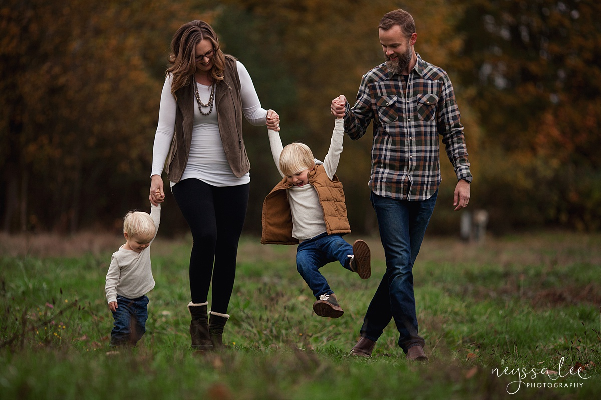 Family Photos in Fall, Neyssa Lee Photography, Seattle Family Photographer,  Photo of family  with beautiful fall colors