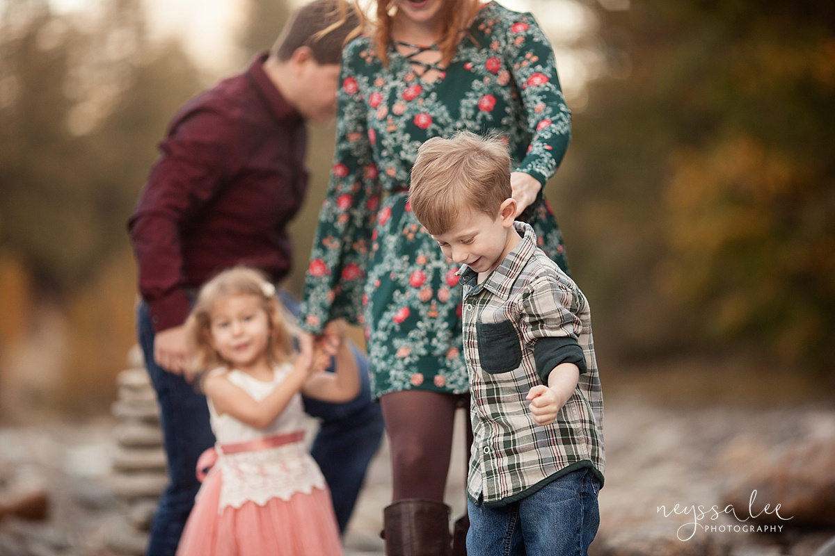Neyssa Lee Photography, Seattle Family Photographer, Snoqualmie family photographer, what to wear for family photos, Photo of family wearing green and maroon with floral prints