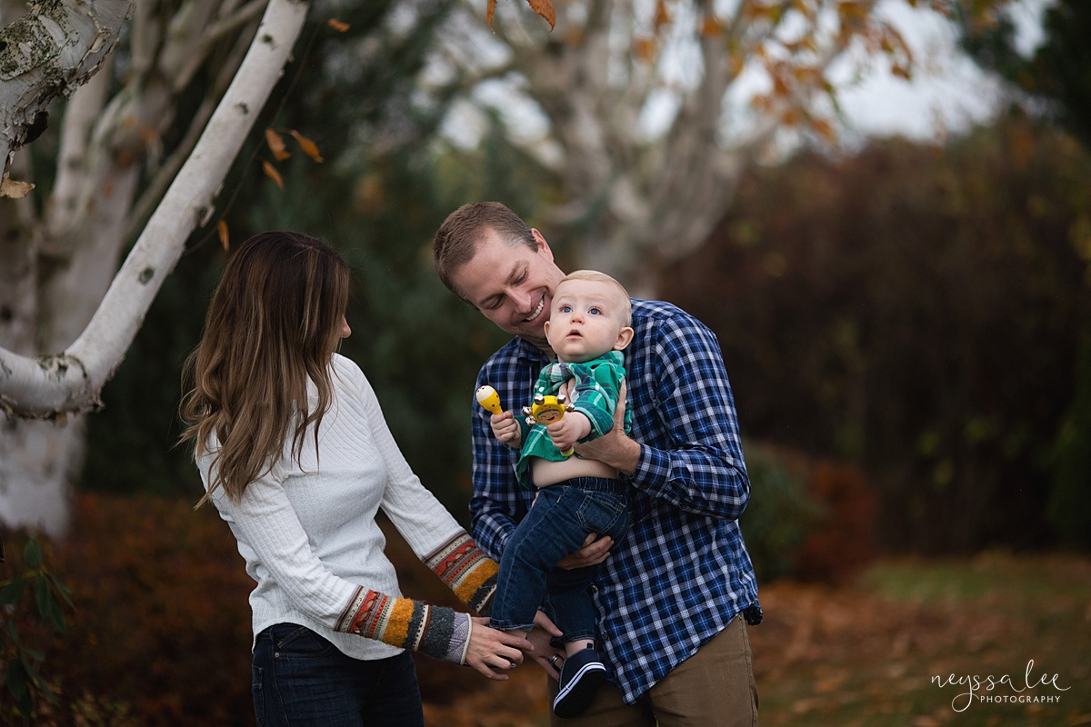 Neyssa Lee Photography, Seattle Family Photographer, Snoqualmie family photographer, what to wear for family photos, Photo of family wearing teal and navy in falll