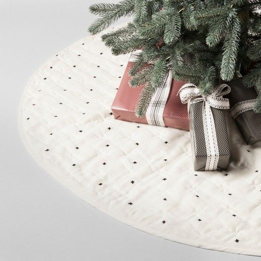 Quilted X Pattern Tree Skirt - Cream