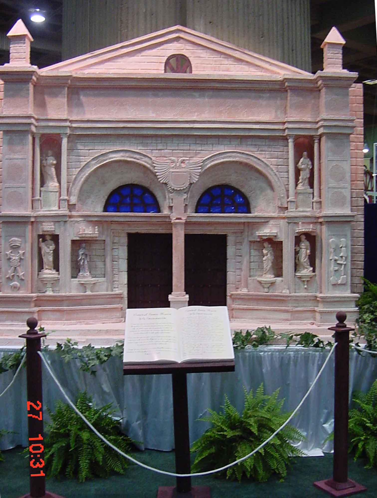 Catedral y libro pavellon.jpg