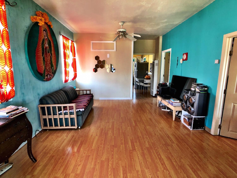 3 Livingroom.jpg