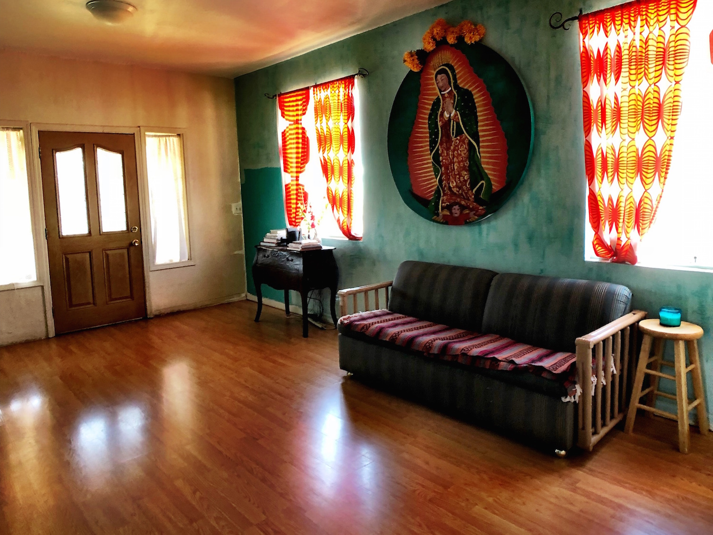 4 Livingroom.jpg