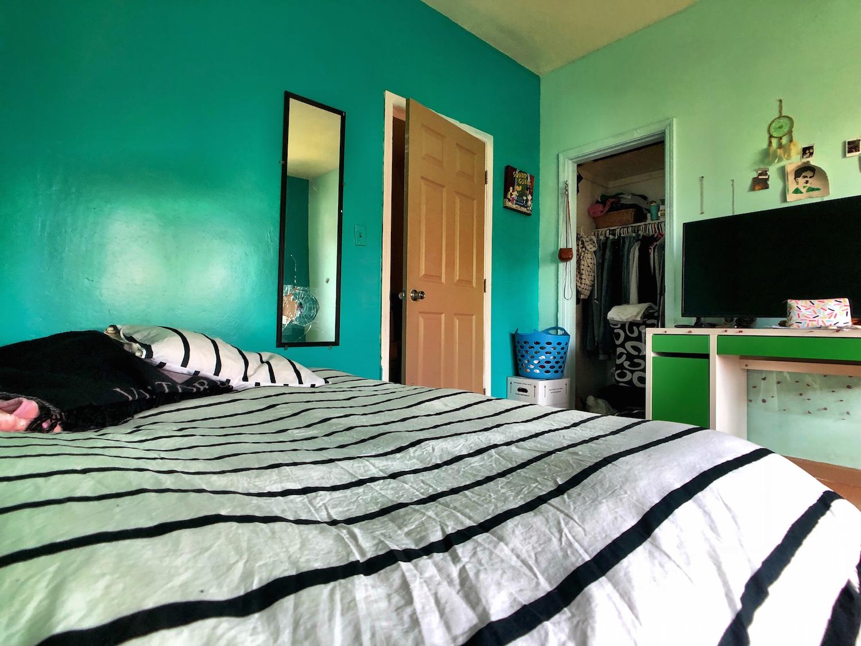 7 Middle Bedroom.jpg